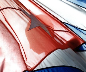 20111202011443-kaloian-cincuenta-veces-cuba-01-bandera.jpg
