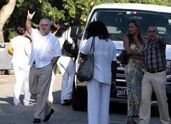 20120523210544-elizardo-sanchez-santacruz-con-funcionarios-sina2-580x423.jpg