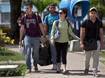 20140806011307-en-esta-foto-del-11-de-julio-de-2014-estudiantes-cubanos-salen-de-la-universidad-central-580x396.jpg